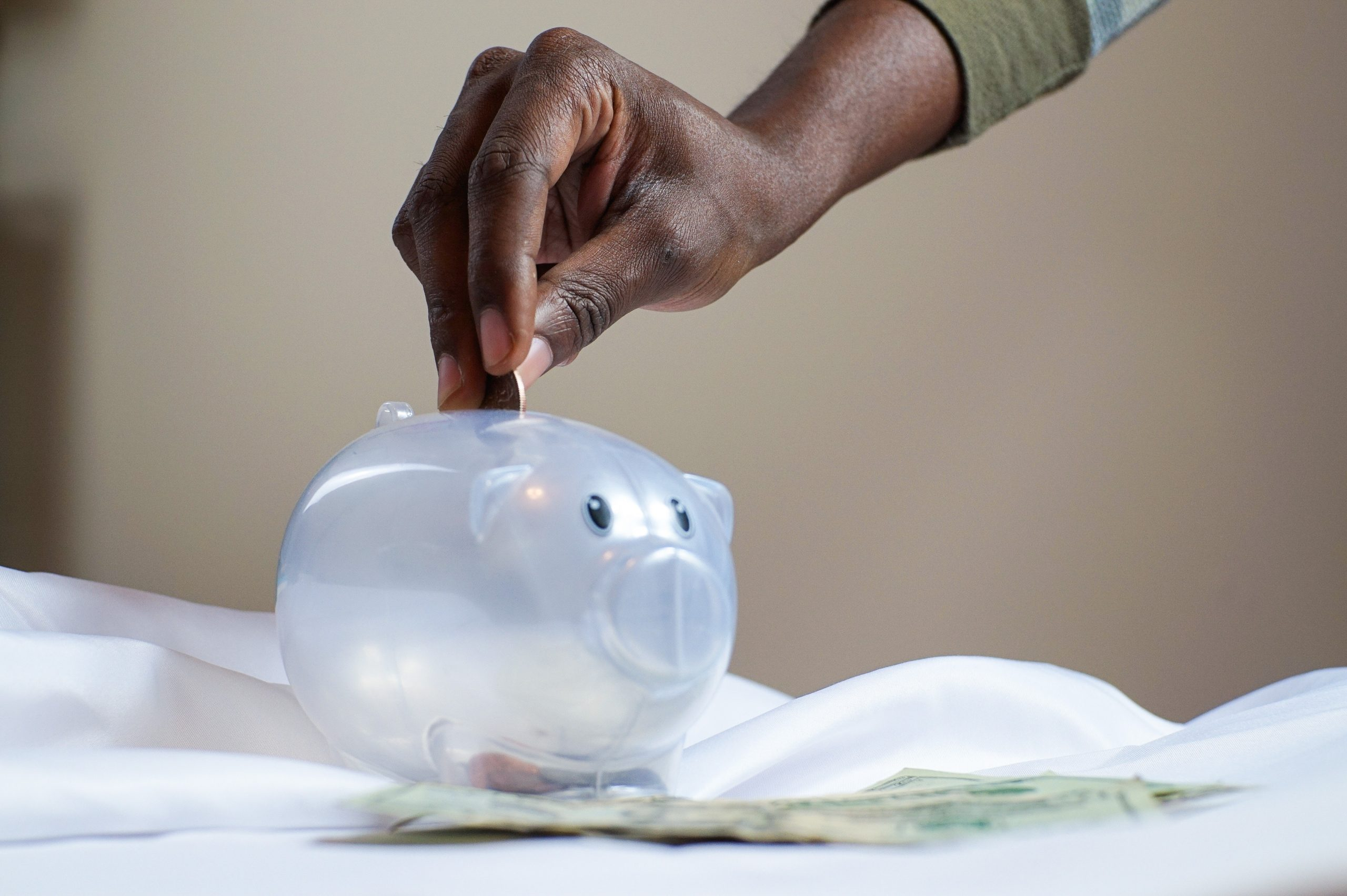 Super Easy Ways To Save Money on Monthly Expenses