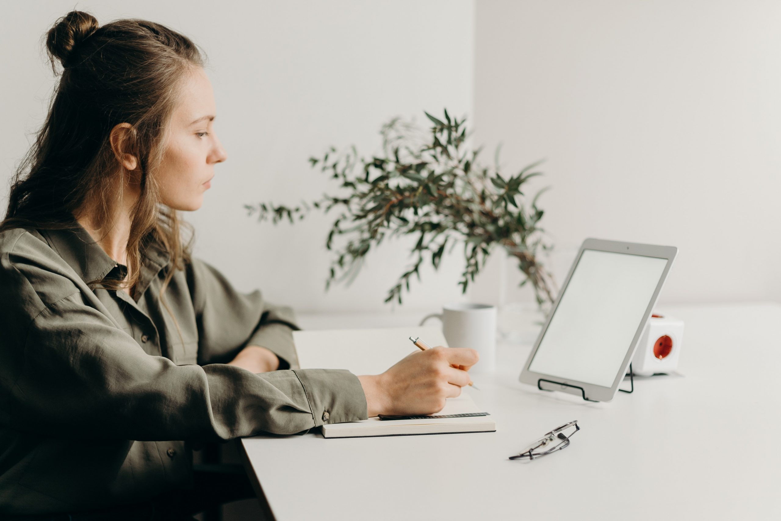 How To Balance a Full-Time Job and a Side Job